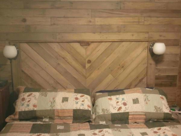 Built-in Bed Headboard & Wall With Recycled Pallets Pallet Beds, Pallet Headboards & Frames Pallet Walls & Pallet Doors