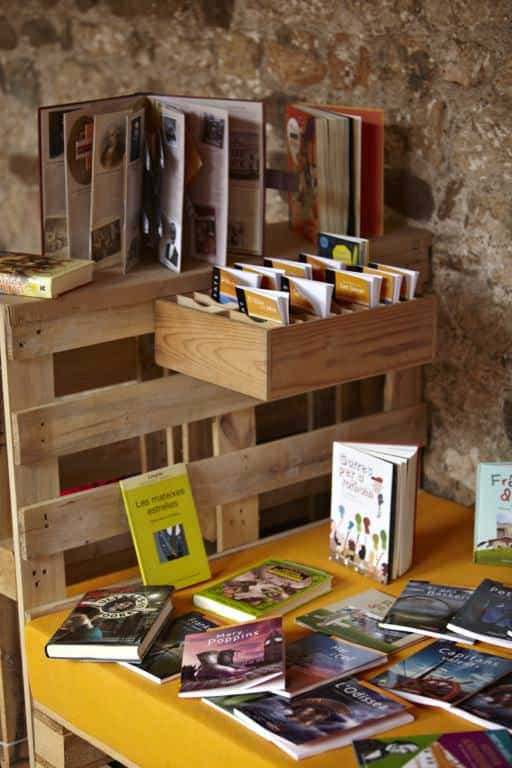 Pallet Furniture For A Books Exhibition Pallet Bookcases & Bookshelves Pallet Store, Bar & Restaurant Decorations