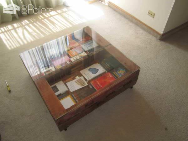 Couch And Coffee Table Made With Pallets Pallet Coffee Tables