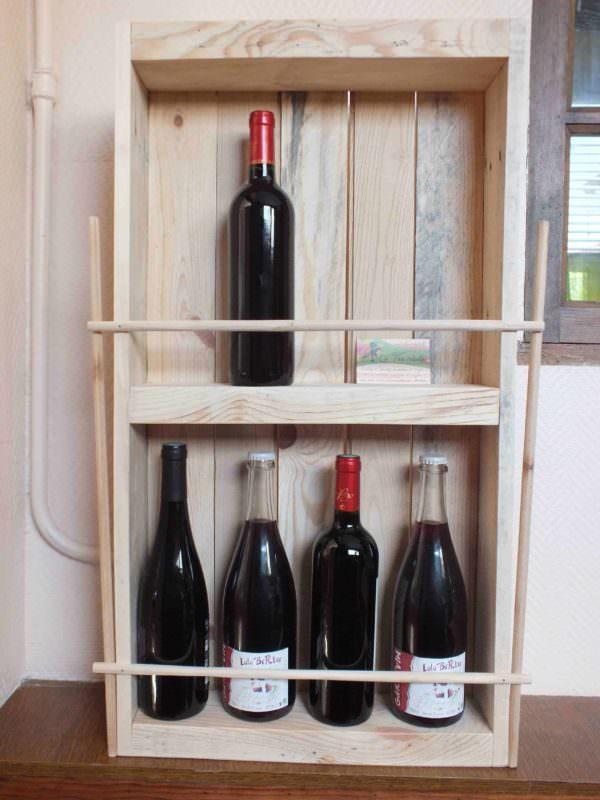 Pallet Rack For Wine Bottles / Etagère à Bouteilles En Palette Recyclée Pallet Shelves & Pallet Coat Hangers