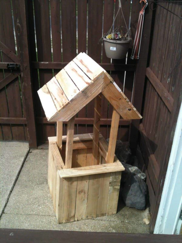 Well Flower Planter From Old Wooden Pallets Pallet Planters & Compost Bins