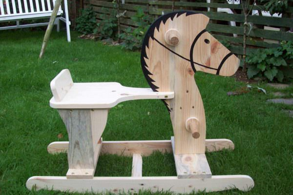 'rocco' The Rocking Horse Out Of Pallet Wood Fun Pallet Crafts for Kids