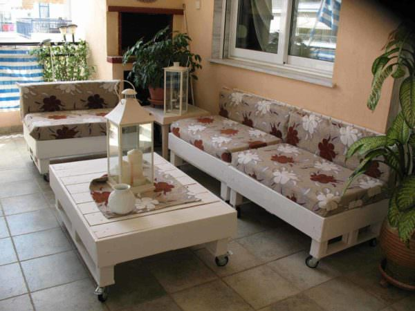 Sofa & Coffee Table Made From Recycled Pallets Pallet Coffee Tables Pallet Sofas & Couches
