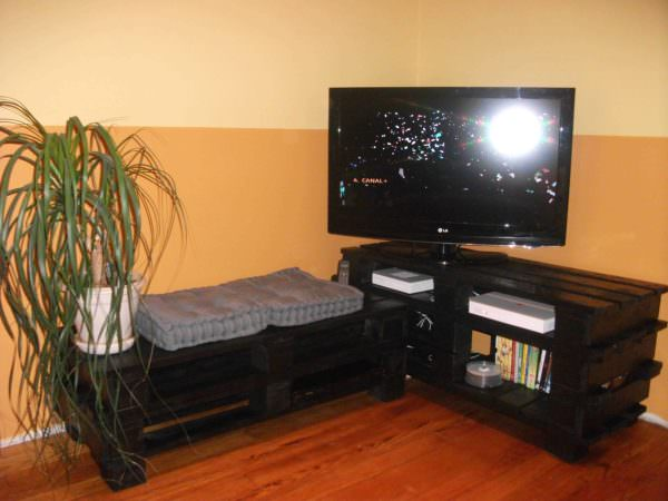 Tv Stand From Wooden Pallets Pallet TV Stands & Racks