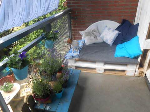 Klein Balkon, Grote Lounce Bank / Balcony Pallet Sofa Pallet Sofas & Couches