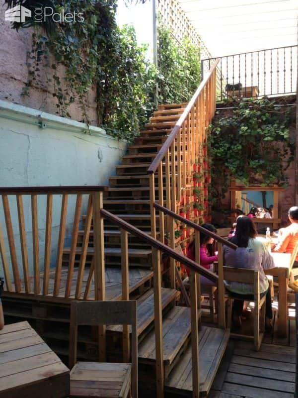 Bazar Fusion: A Mexican Designer's Bazaar Made Out Of An Entire Pallet Decor Pallet Store, Bar & Restaurant Decorations