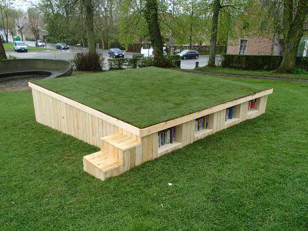 Outside Library With Repurposed Pallets Pallet Sheds, Cabins, Huts & Playhouses