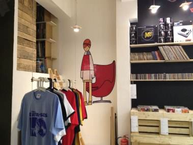 An Unusual Shop In La Coruña With Furniture Made From Pallets Pallet Store, Bar & Restaurant Decorations