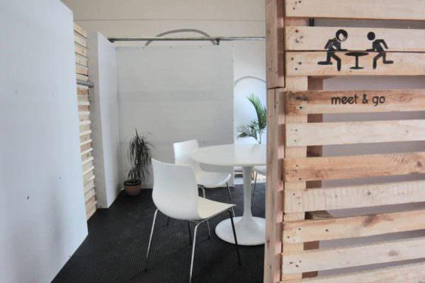 Meet & Go: Pallet Room Pallet Walls & Pallet Doors