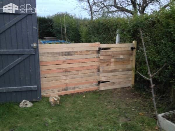 Pallets Chicken Coop & Fence / Poulailler Et Palissade En Palettes Animal Pallet Houses & Pallet Supplies