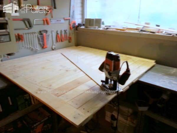 Round Dinner Table Made with Recycled Pallet Wood Pallet Desks & Pallet Tables