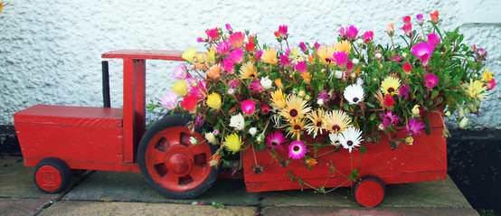 Tractor & Trailer Planter Pallet Planters & Compost Bins