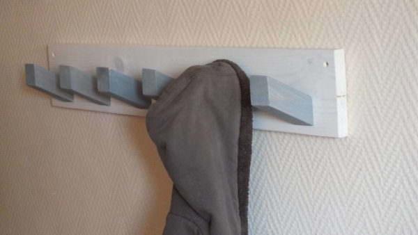 Coat Hanger From Upcycled Pallet Parts Pallet Shelves & Pallet Coat Hangers