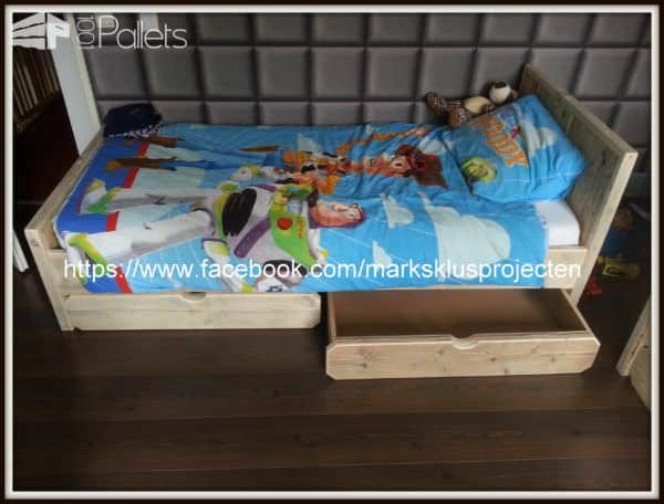 Pallet Bed Made Of Recycled Pallet & Scaffolding Wood Pallet Beds, Pallet Headboards & Frames