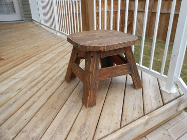 Patio Side Table Made From Upcycled Pallet Wood Pallet Desks & Pallet Tables