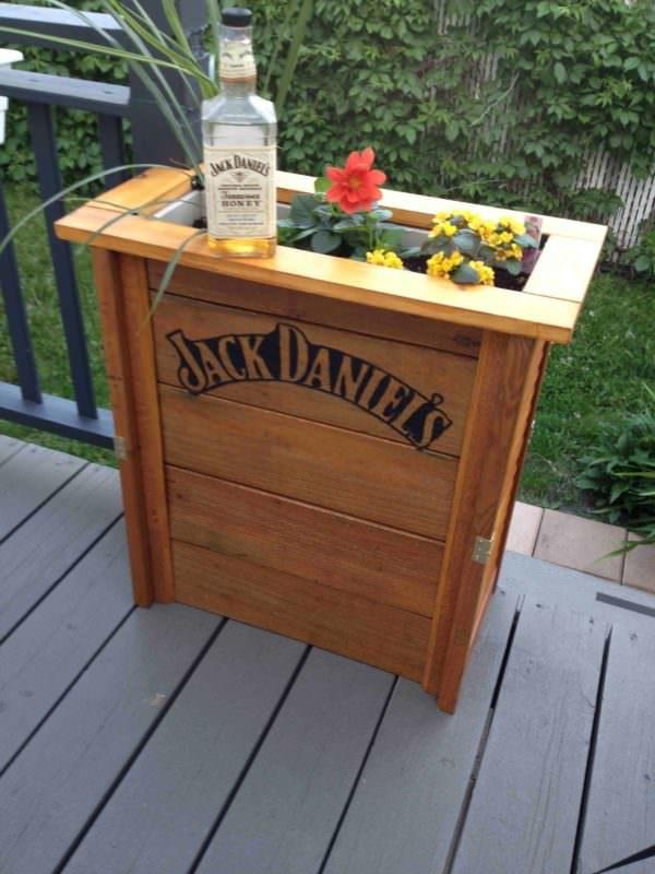 Boite à Fleurs Jack Daniel / Jack Daniel Flowers Boxe Pallet Planters & Compost Bins