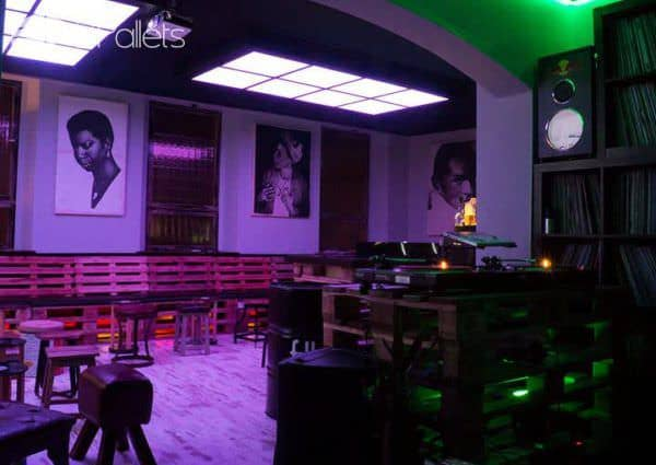Pallet Club/Bar in Bamberg Created By Manuel Dietsch Lounges & Garden Sets Pallet Store, Bar & Restaurant Decorations