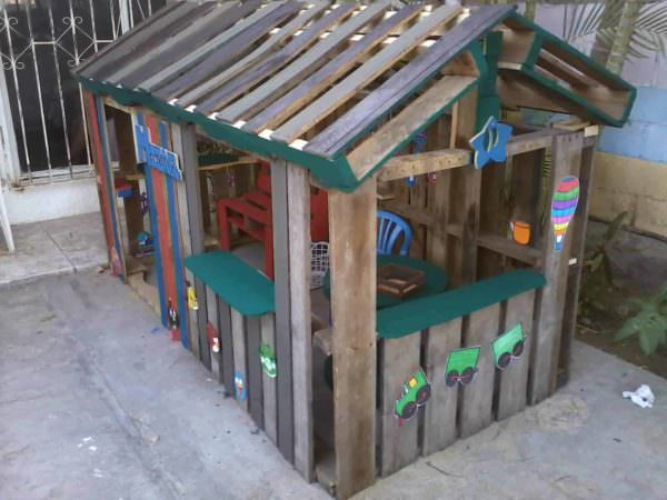 Casa De Niño Con Palettes / Kids Pallet Playhouse Fun Pallet Crafts for Kids Pallet Sheds, Cabins, Huts & Playhouses
