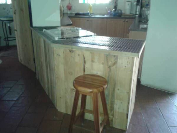 Pallet Kitchen Counter Also A Handy Breakfast Bar Pallet Bars