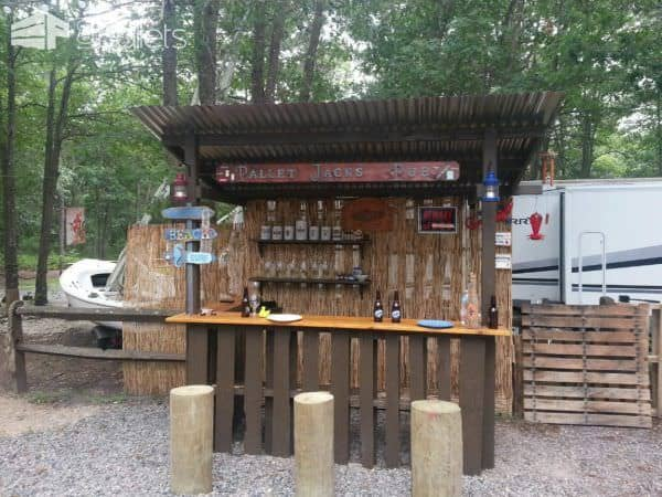 Outdoor Tiki Bar Made With Repurposed Pallets Pallet Bars
