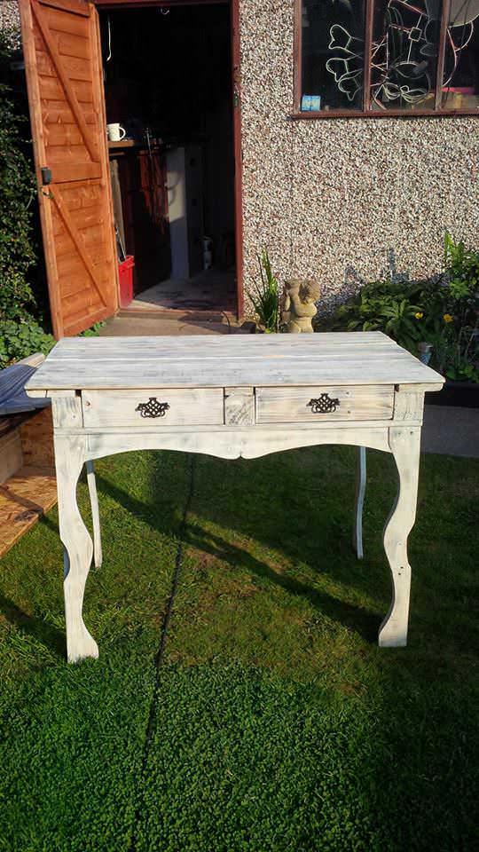 Bedroom Table Pallet Desks & Pallet Tables