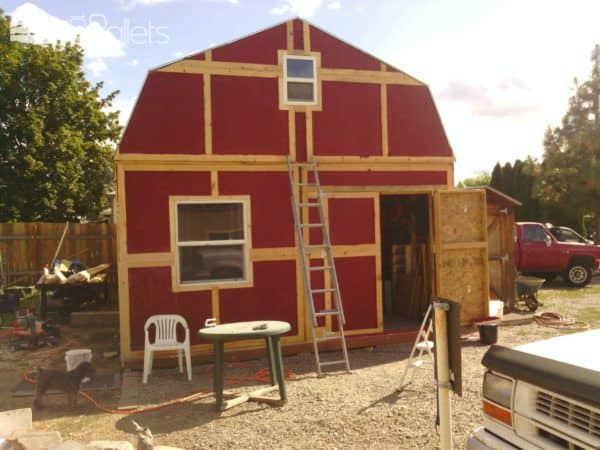 Barnout Made Of Recycled Shipping Pallets Pallet Sheds, Cabins, Huts & Playhouses