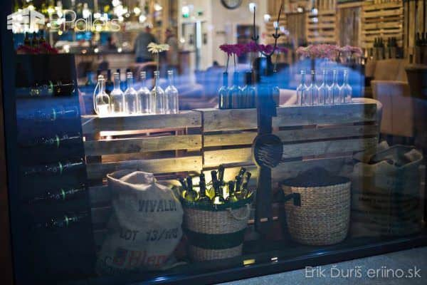 Paleta Cafe & Wine Bar In Slovakia Pallet Store, Bar & Restaurant Decorations