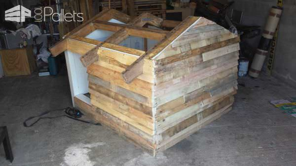 Niche A Chien / A Pallet Dog House Pallet Sheds, Cabins, Huts & Playhouses