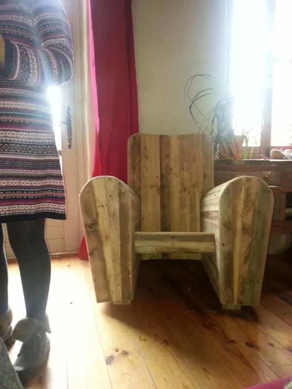 Fauteuil Club Réalisé Avec Des Palettes Recyclées / Pallets Club Chair Pallet Benches, Pallet Chairs & Stools