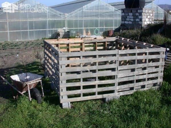 Le Poulailler Parfait / The Perfect Chicken Coop Animal Pallet Houses & Pallet Supplies