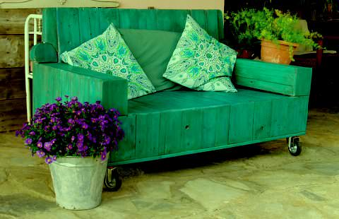 From Stuffed Loveseat to Beautiful Pallet Wood Sofa for Veranda Pallet Sofas & Couches