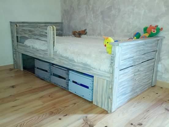 Lit En Palette Et Caisse à Pomme / Pallet & Apple Wooden Crates Bed Pallet Beds, Pallet Headboards & Frames
