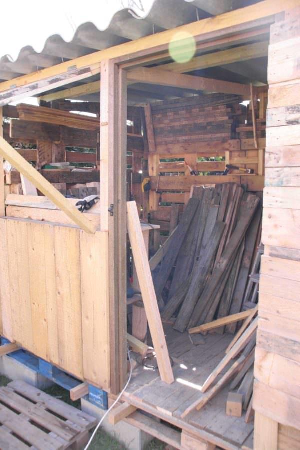 Atelier En Palettes / Upcycled Pallet Workshop Shed Pallet Sheds, Cabins, Huts & Playhouses