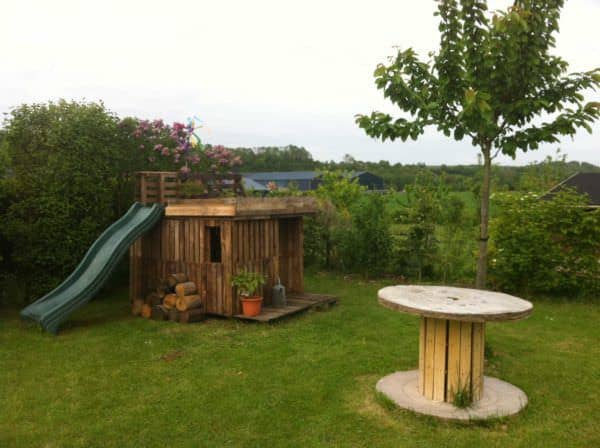 Kids Playhouse With Green Roof Made Out Of 20 Recycled Pallets Fun Pallet Crafts for Kids Pallet Sheds, Cabins, Huts & Playhouses