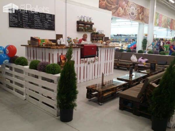 Coffee Shop Furniture Out Of Upcycled Pallets Pallet Store, Bar & Restaurant Decorations