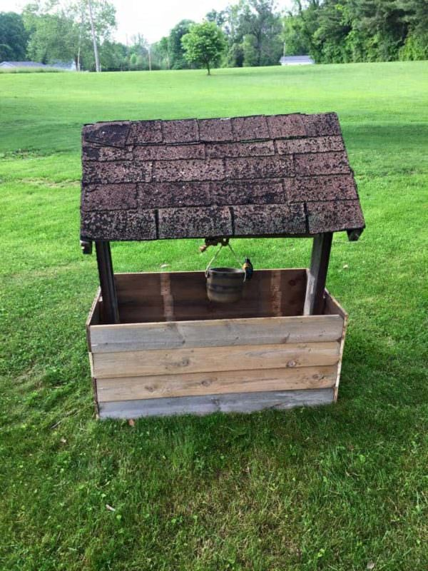 Wishing Well From Repurposed Pallet Wood Lounges & Garden Sets