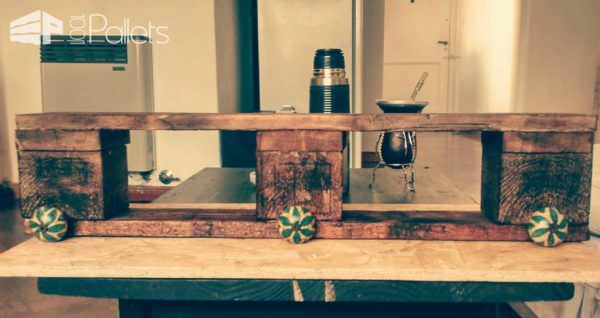 Easy Coat Rack Made With Recycled Pallet Pallet Shelves & Pallet Coat Hangers