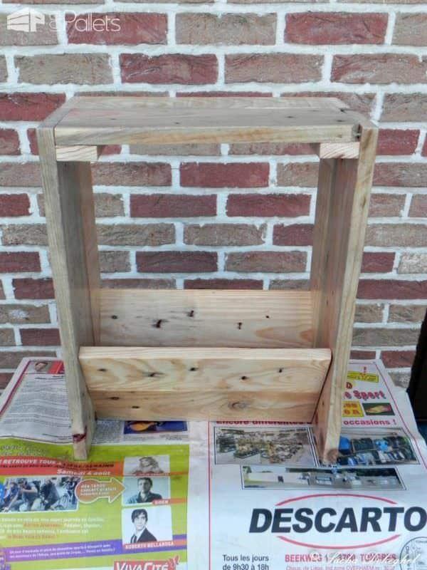 Porte Journaux / Newspaper Pallet Holder Pallet Cabinets & Wardrobes
