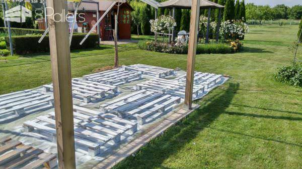 The Backyard Lounge/Party Terrace You Need for Your Summer Pallet Terraces & Pallet Patios