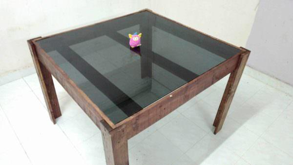 Dinner Table Made of Pallet Pallet Desks & Pallet Tables