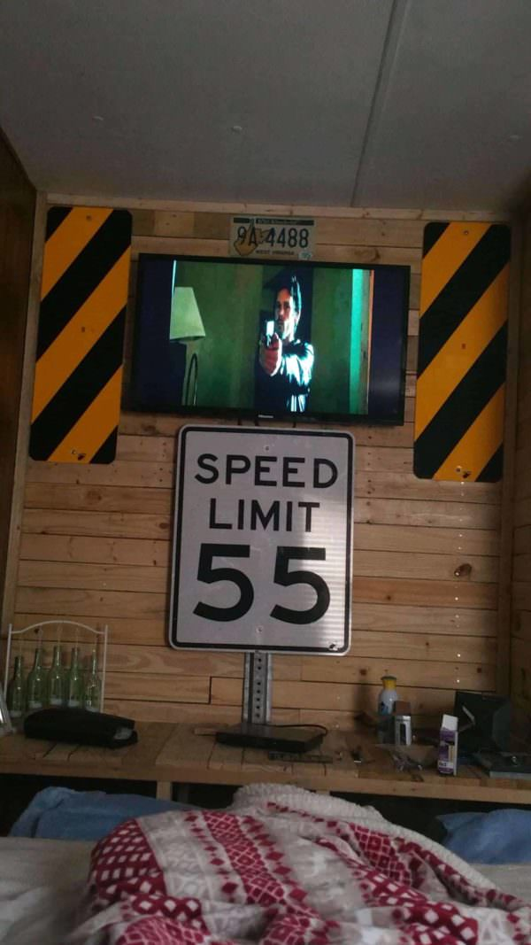 Pallet Wall & Entertainment Center Pallet TV Stands & Racks Pallet Walls & Pallet Doors