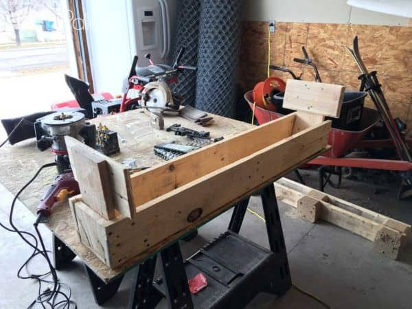 Foot Rest under Computer Desk Pallet Benches, Pallet Chairs & Stools