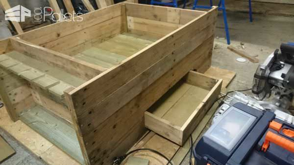 Functionnal Coffee Table with Storage for Glasses & Bottles Pallet Coffee Tables