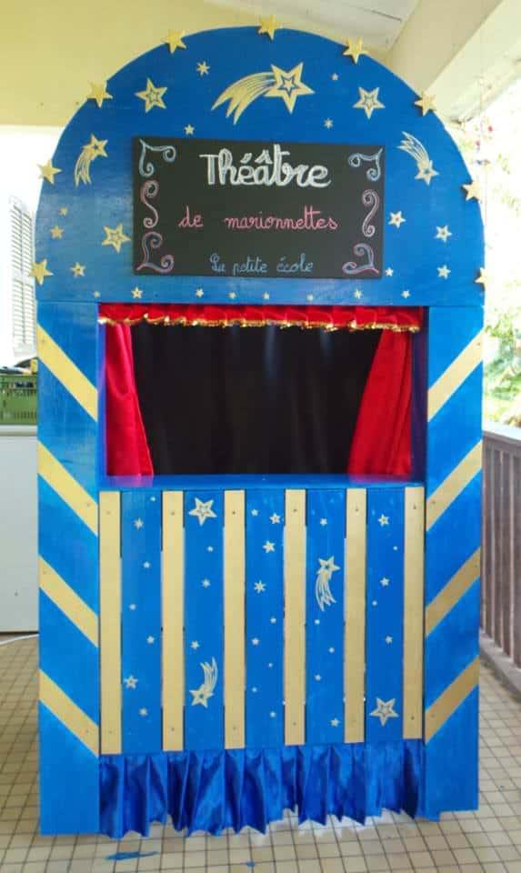 Théâtre De Marionnettes / Puppets Theater Out Of Pallets Fun Pallet Crafts for Kids