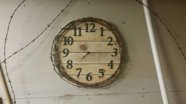 Pallet, Barbed Wire Clock Pallet Clocks