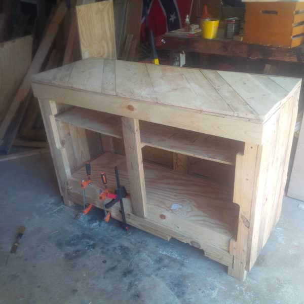 Side Table for My Daughter to Make Her Cakes on Pallet Desks & Pallet Tables