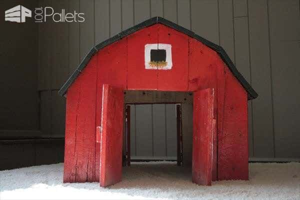 Toy Barn Made out of Pallets Fun Pallet Crafts for Kids