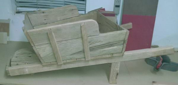 Wheel Barrow Planter From 1 Pallet Pallet Planters & Compost Bins