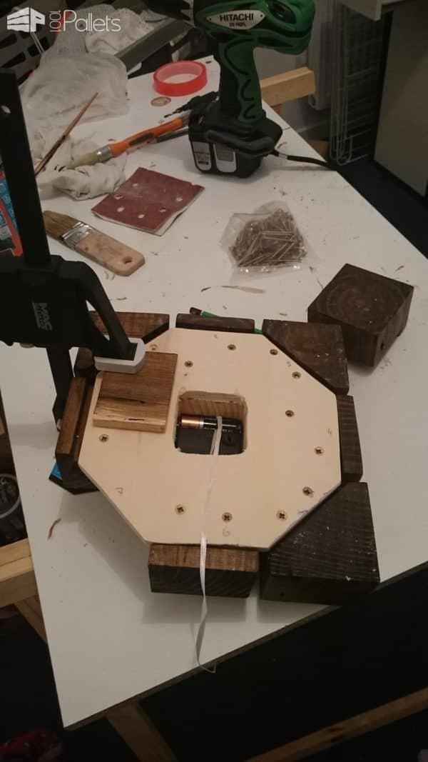 Clock from Pallet Blocks Pallet Clocks