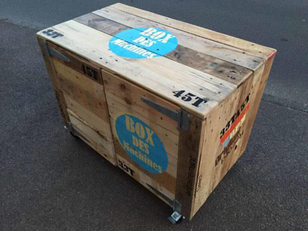 Mobile Pallet Dj Studio / Studio Mobile De Musique Réalisé Avec Du Bois De Palette Pallet Boxes & Chests Pallet Desks & Pallet Tables